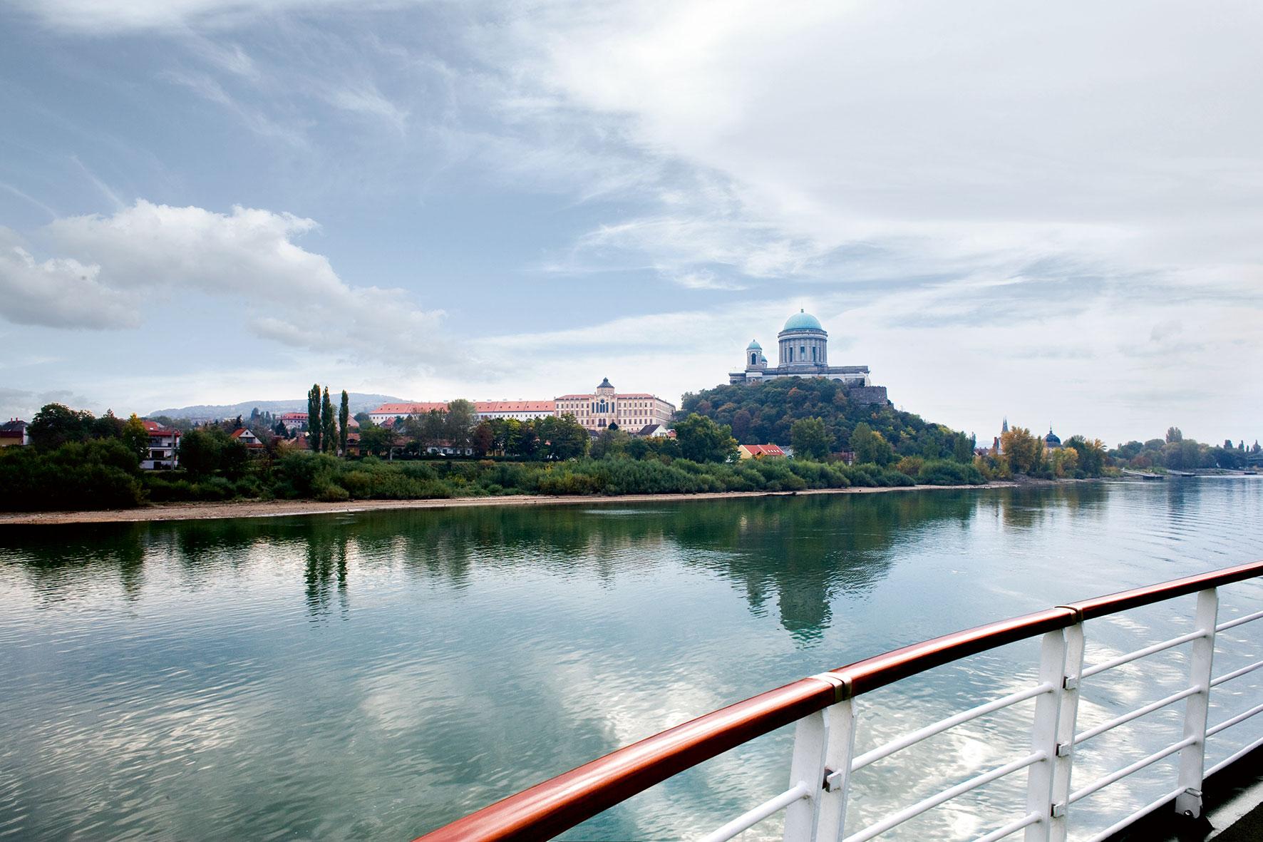 A-ROSA Donau Kreuzfahrt vorbei an Esztergom