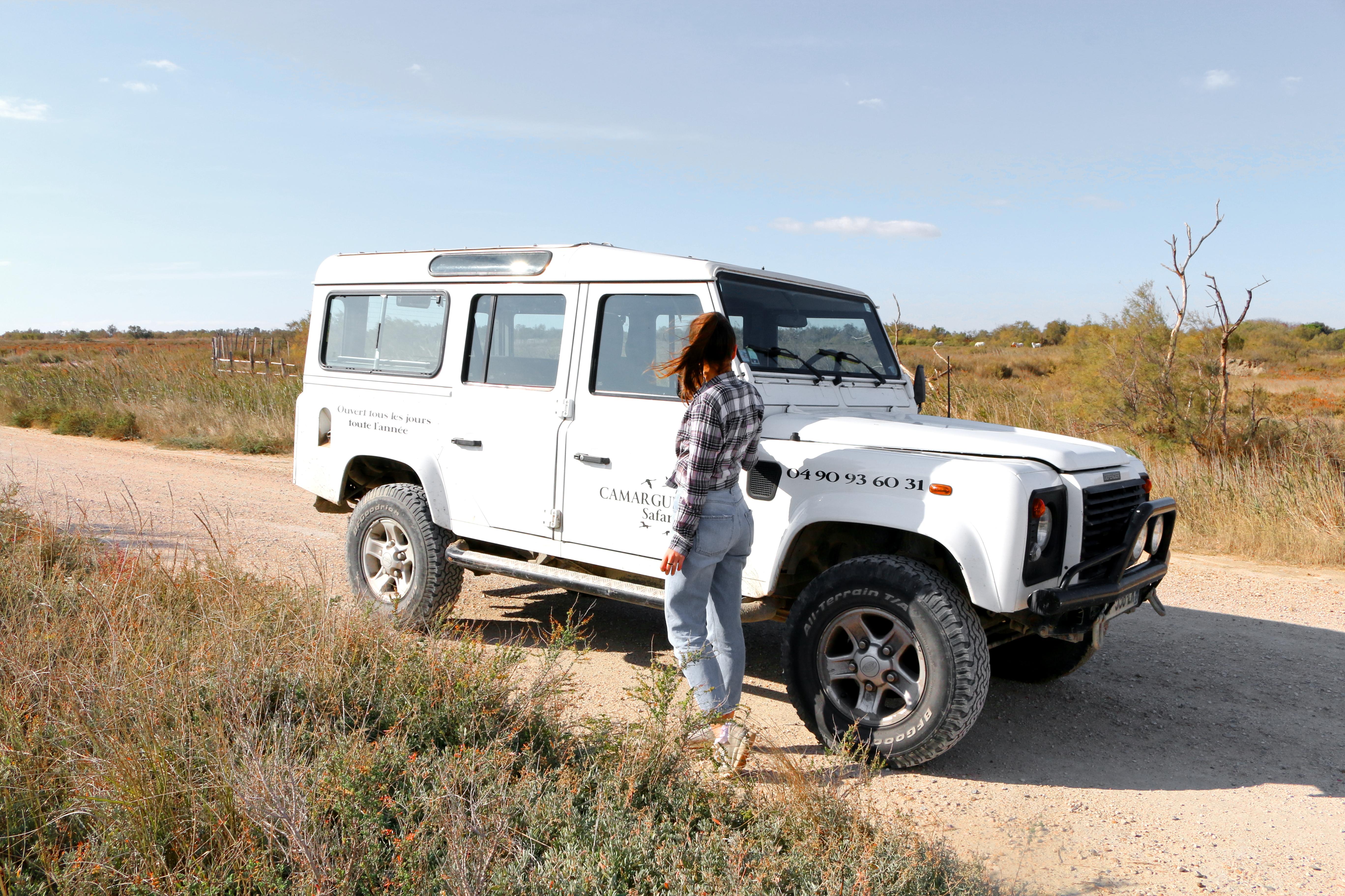 Anna-Maria im Jeep auf einem Ausflug quer durch die Camargue
