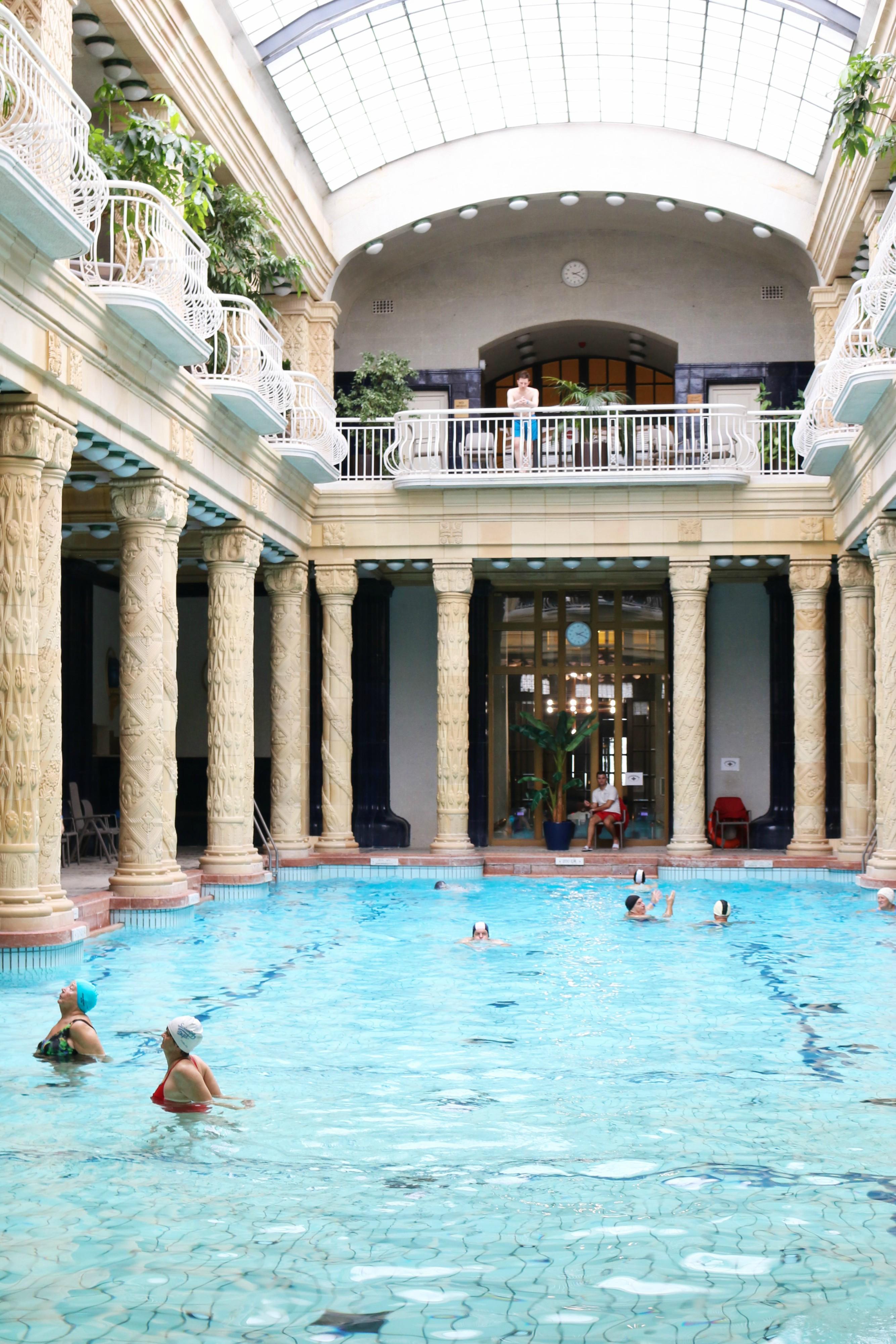 Schwimmbecken im Gellértbad in Budapest