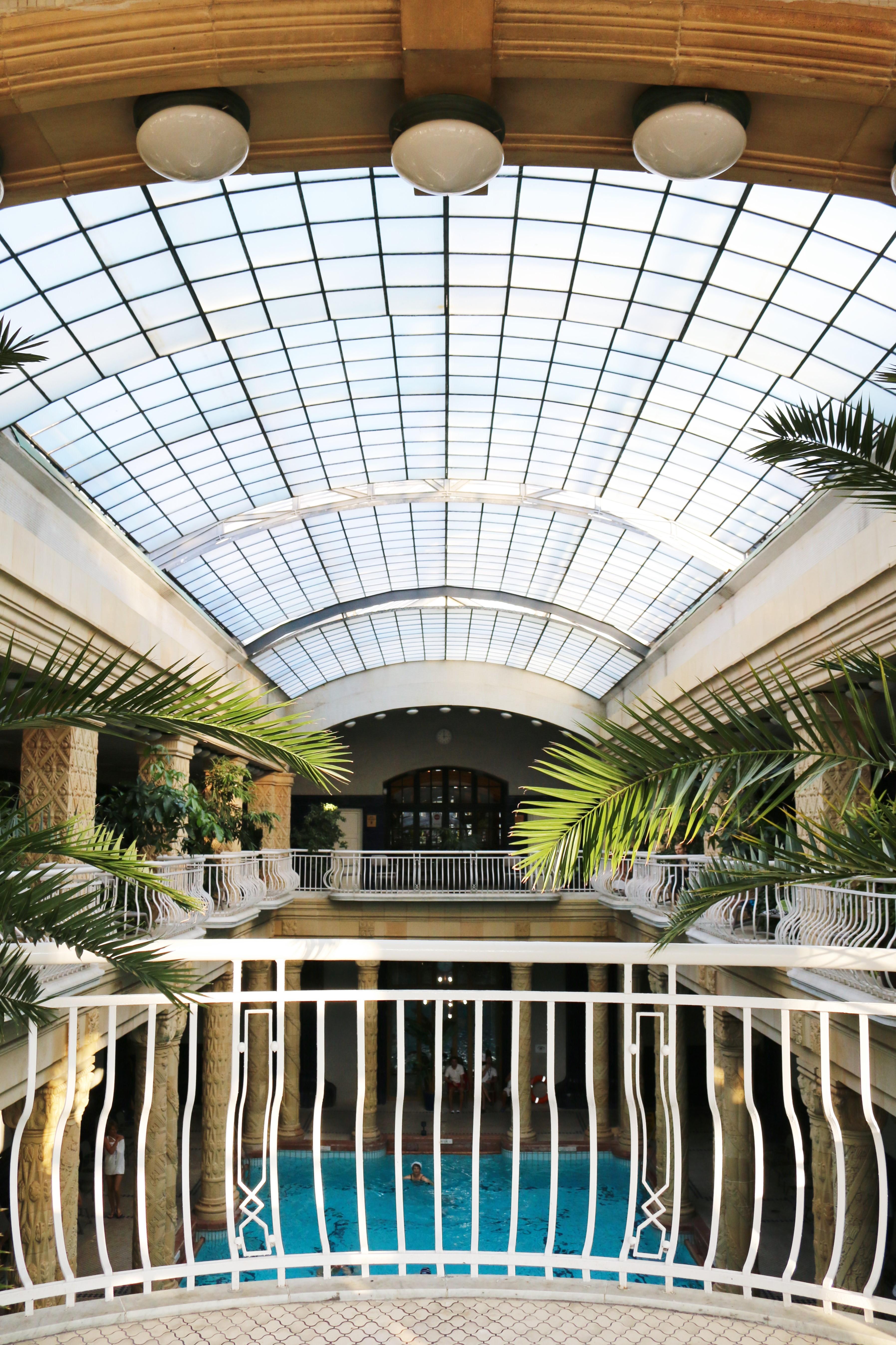 Das bekannte Gellértbad in Budapest mit seinem Glasdach