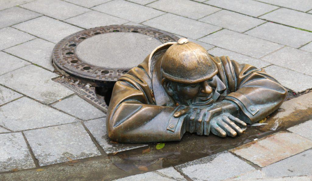 Bronzefigur Čumil in Bratislava