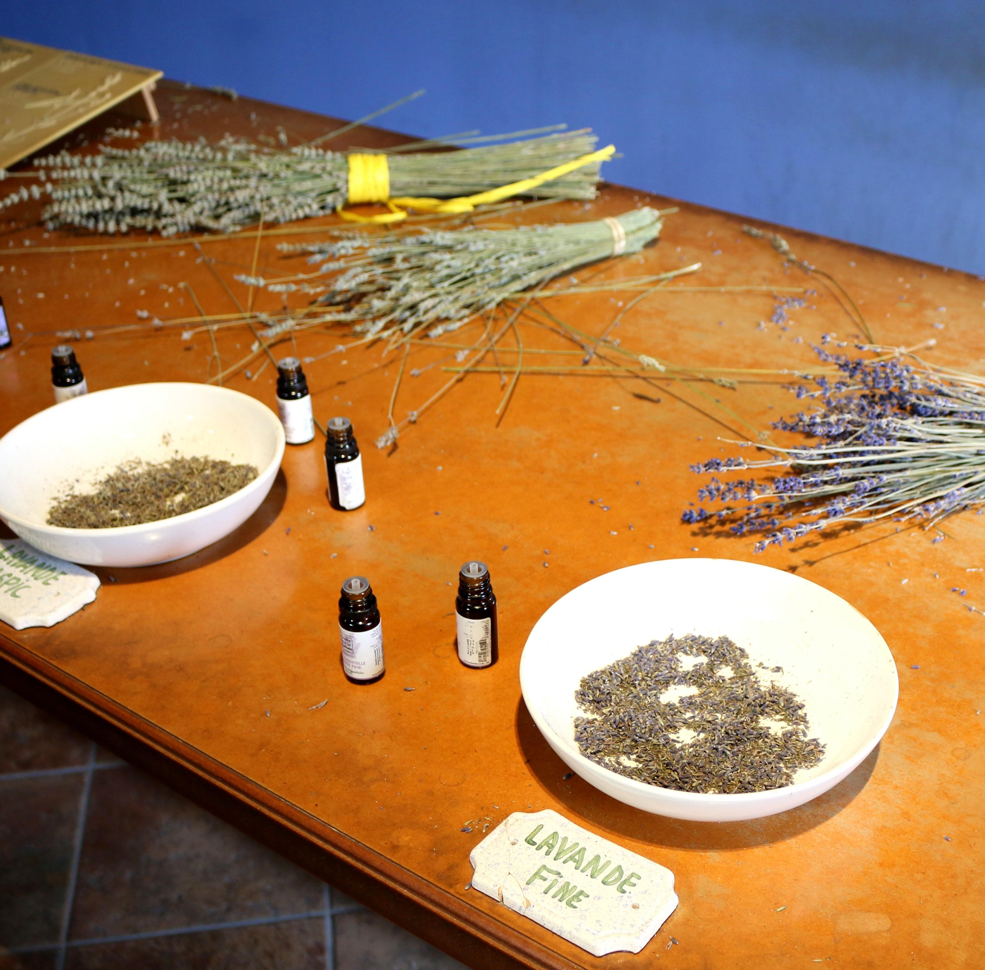 Herstellung von Lavendeldüften im Lavendelmuseum