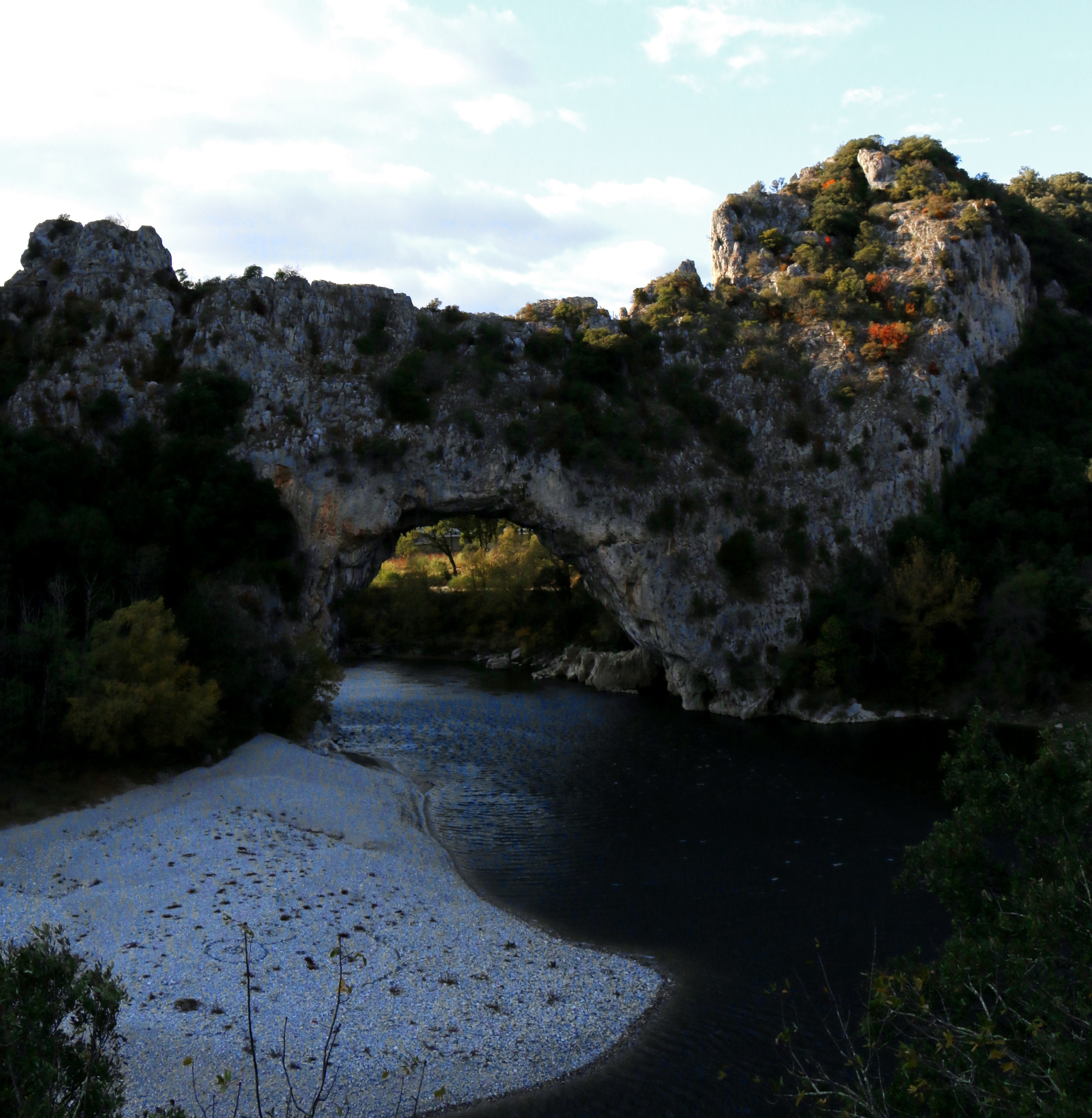 Kalksteinfelsen in Südfrankreich