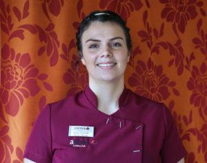 Kosmetikerin Nadja an Bord der A-ROSA BRAVA sorgt für das Wohlbefinden der Gäste