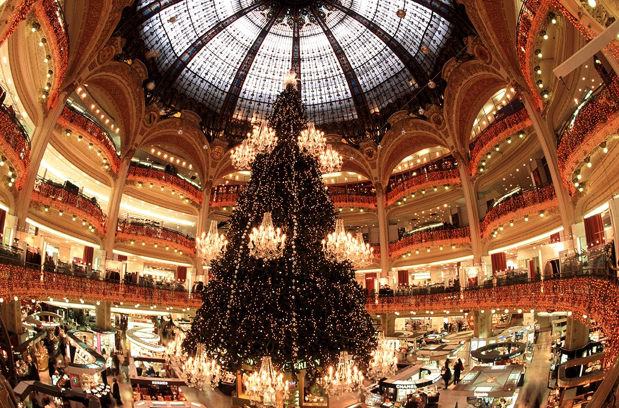 Weihnachtsbaum im La Fayette in Paris