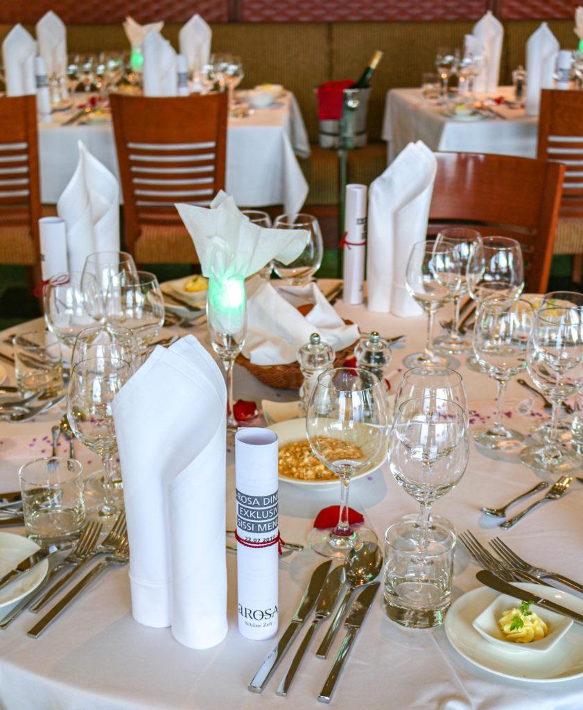 Ein tolles Ambiente: Zu Tisch bitte!