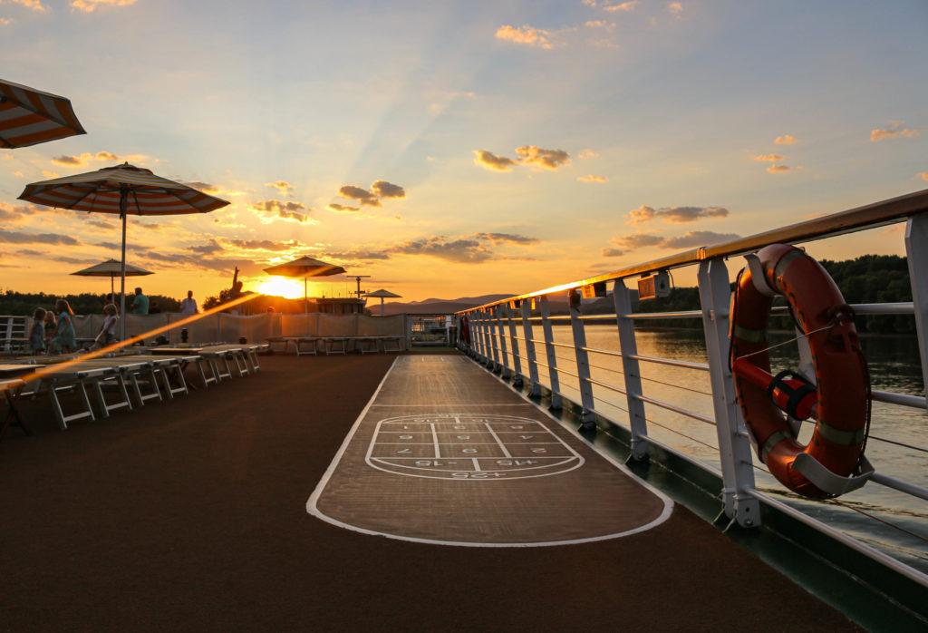 Ein toller Sonnenuntergang auf dem Sonnendeck der A-ROSA BELLA.