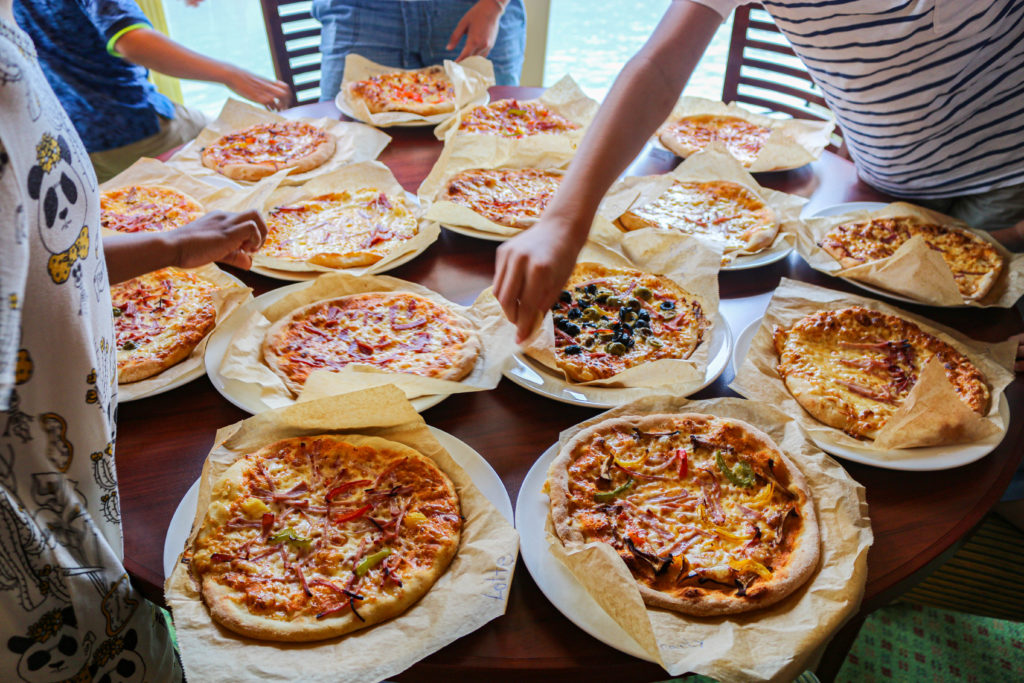 Eine selbstgemachte Pizza schmeckt es mindestens gleich doppelt so gut.